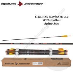 SKYLON ARCHERY Flèche Carbone Novice ID 4.2 empennée avec des plumes naturelles Spine 800